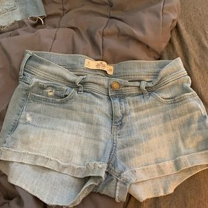 Hollister Shorts - Hollister low-rose short shorts